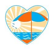 Parapluie, mer et soleil de plage au coeur Photographie stock