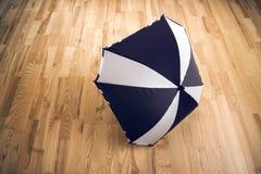 Parapluie noir et blanc Photographie stock
