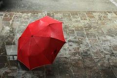 Parapluie rouge Images libres de droits