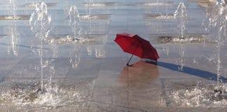Parapluie rouge Photo libre de droits