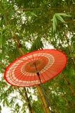 Parapluie rouge japonais Images stock