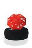 Parapluie rouge sur le tabouret Image stock
