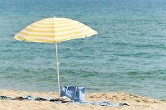Parapluie sur la plage Images stock