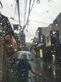 parapluie tropical de saison arénacée pluvieuse de plage Photographie stock