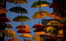 Parapluies dans l'obscurité Photographie stock