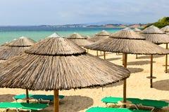 Parapluies de plage à la ressource Photos libres de droits