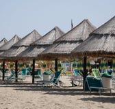 Parapluies de plage en feuille de palmier Image libre de droits