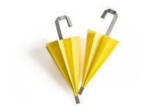 Parapluies jaunes d'origami Image stock