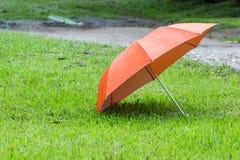 Parapluies oranges Photographie stock