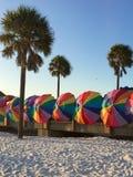 Parapluies sur la plage Image stock