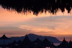 Parapluies sur la plage d'Egipt Photos stock