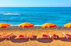 Parapluies sur une plage Photos libres de droits