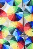 Parapluies surréalistes multicolores Images stock