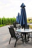 Parapluies, tables et chaises, QC, Canada Photographie stock libre de droits