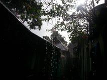 paraply för regnig sandig säsong för strand tropiskt arkivbilder