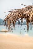 paraply för strandbegreppsferie arkivbilder