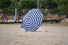 paraply för strandbegreppsferie Royaltyfri Foto