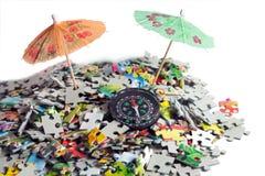 Paraply i strandpussel Royaltyfri Bild