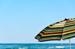 Paraply mot havet Royaltyfri Fotografi