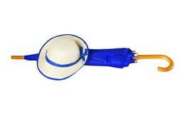 Paraply och hatt på vit bakgrund Royaltyfri Foto