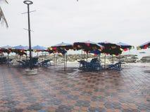 Paraply- och tabelluppsättning för hyra Royaltyfria Foton