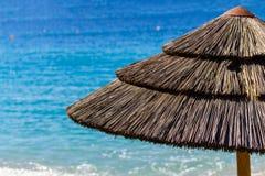 Paraply på en medelhavs- strand Royaltyfria Foton