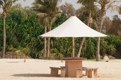 Paraply på stranden royaltyfri fotografi