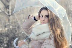 paraply under kvinna Royaltyfria Foton