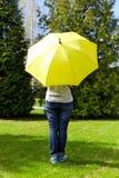 paraply under kvinnabarn Royaltyfria Foton