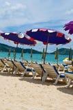 paraplyer för strandpatongsun Arkivbild