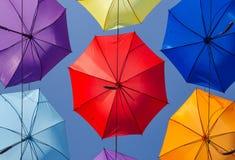 Paraplyer i himlen arkivfoto