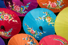 Paraplyer i marknaden Royaltyfria Bilder