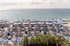 Paraplyer på stranden royaltyfria foton