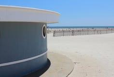Paraplyställning på Jones Beach Royaltyfria Bilder