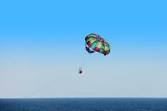 Paraquedas do Parasailing Fotografia de Stock Royalty Free
