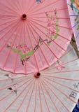 Parasóis decorativos orientais de papel Fotografia de Stock