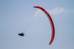 Parasailer в полете Стоковое Фото