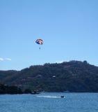 parasailerzihuatanejo Royaltyfri Fotografi