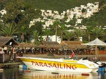 Parasailing łódź na plaży Obrazy Stock