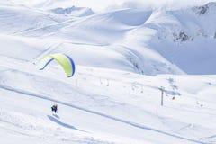 Parasailing в зиме Стоковая Фотография RF