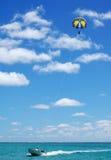 parasailing Arkivbild