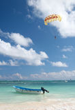 Parasailing above ocean Royalty Free Stock Images
