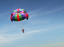 Parasailing in Asien Stockfoto