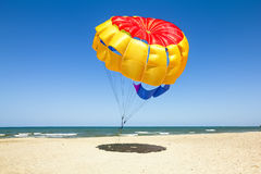 Parasailing on the beach of the Mediterranean in Tunisia Royalty Free Stock Photos