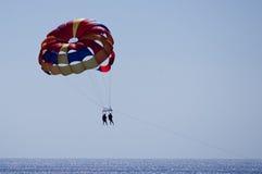 Parasailing chez Cabo San Lucas Images libres de droits
