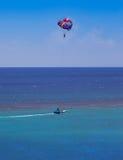 Parasailing i Jamaica Arkivfoto