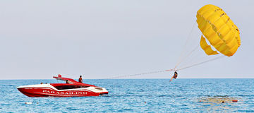 Free Parasailing In A Blue Sky Stock Photography - 67942422