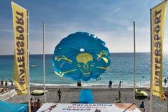Parasailing na plaży zdjęcia royalty free