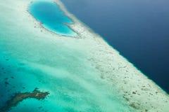 Parasailing nad tropikalnym morzem, jaskrawi kolory Obrazy Royalty Free