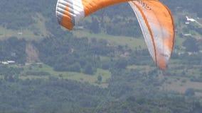 Parasailing Paragliding, hoppa med fritt fall som flyger sportar stock video